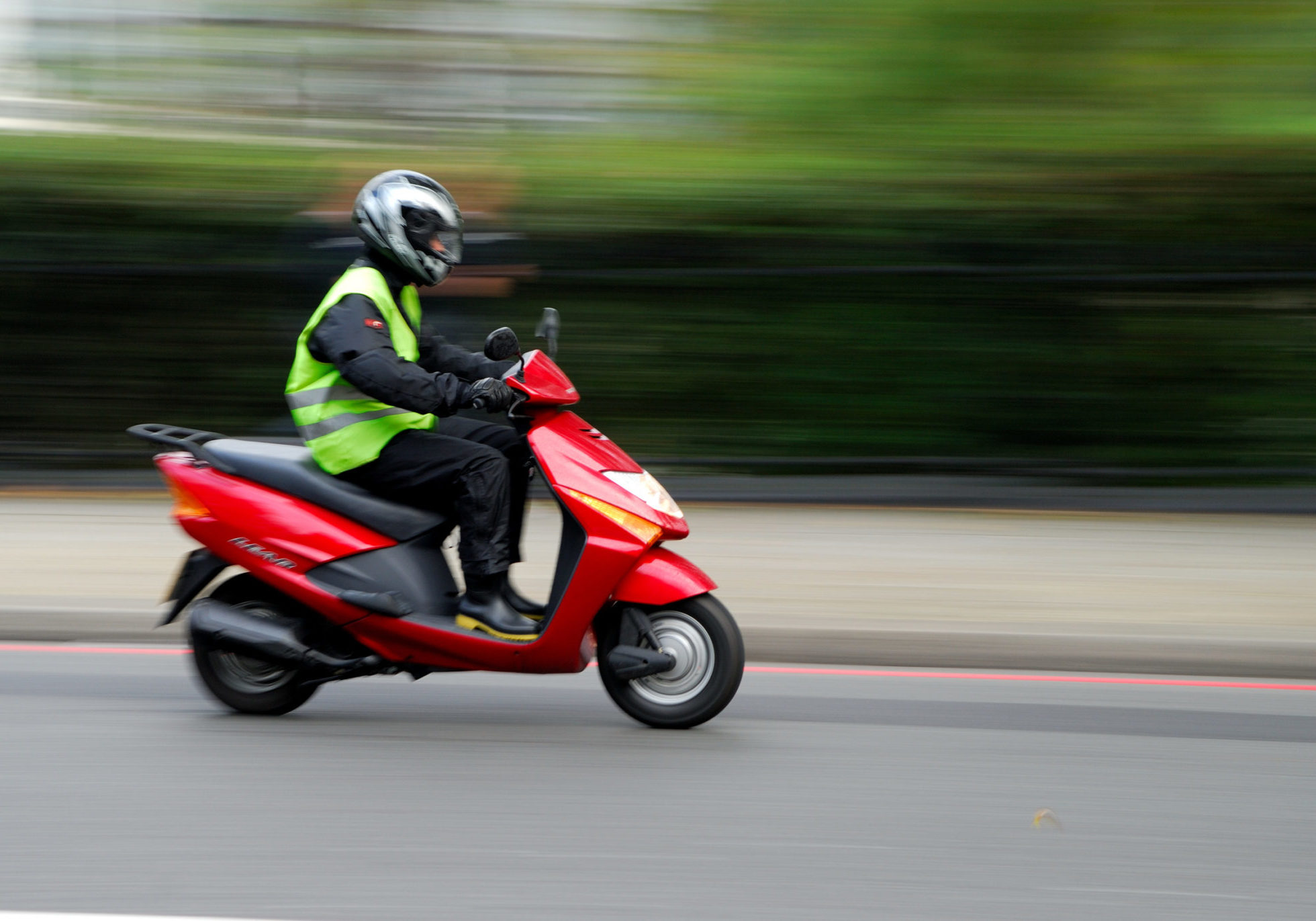 scooter rouge roulant